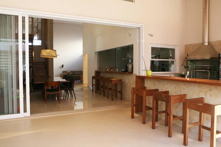 Terrazas de estilo  por Fernanda Quelhas Arquitetura