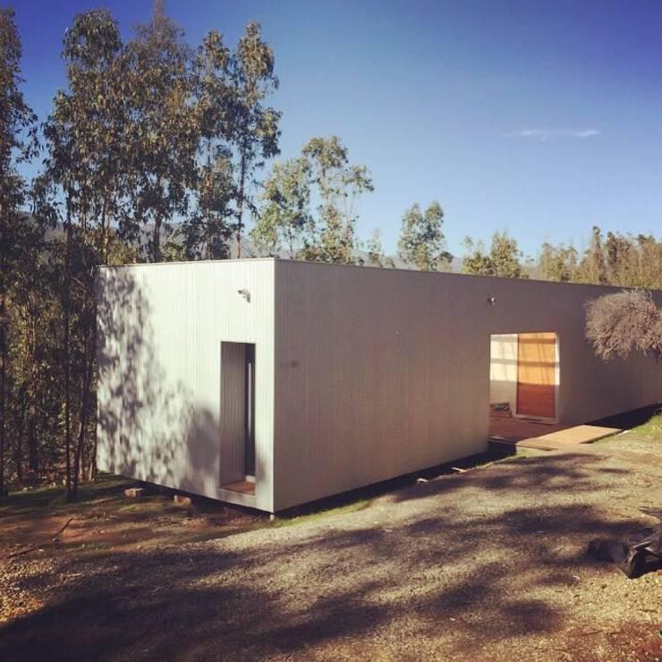 CASA TUCA: Casas de madera de estilo  por ERKSTUDIO