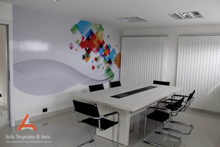 Oficina.Empresa: Oficinas y locales comerciales de estilo  por Aida Tropeano & Asoc.,