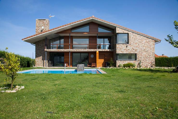 by 2 Mar Construcciones  HNOS. VINCELLE LLAMEDO S.L.