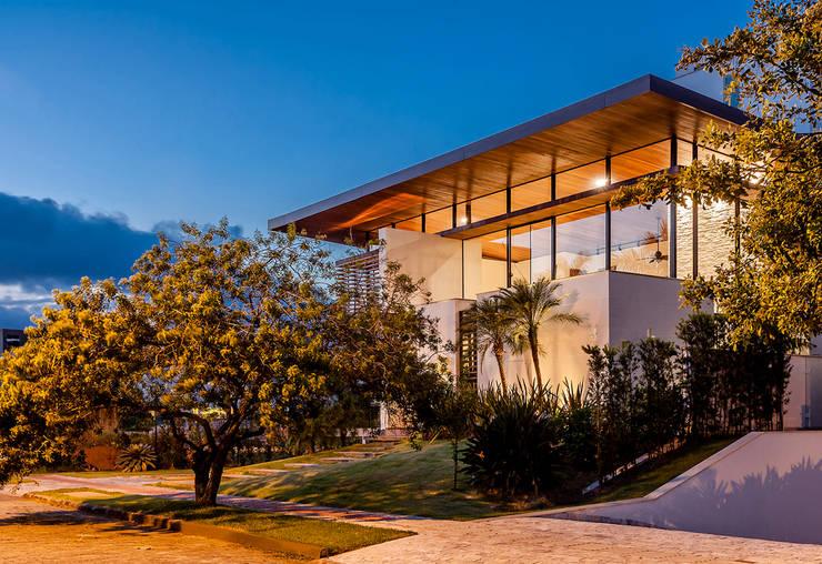 Casas de estilo moderno por Ruschel Arquitetura e Urbanismo