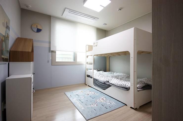 김포 32평 시공을 최소화한 새아파트 홈스타일링: homelatte의  아이방