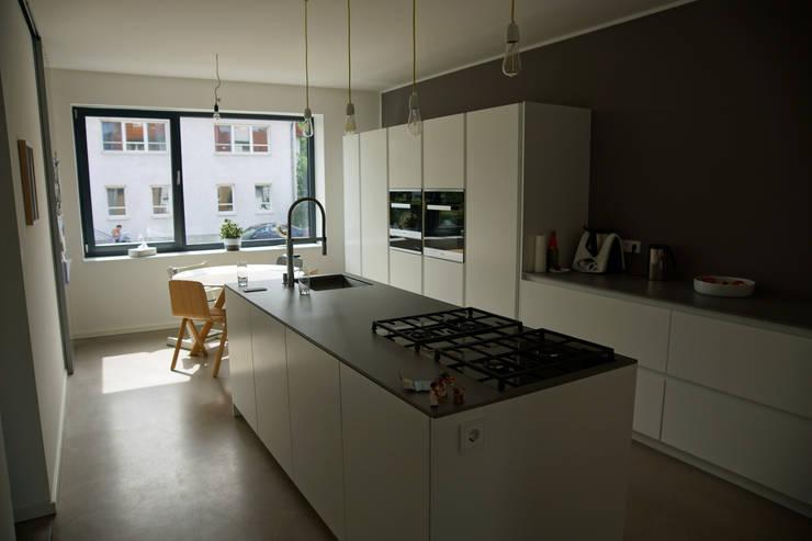 Built-in kitchens by PlanKopf Architektur