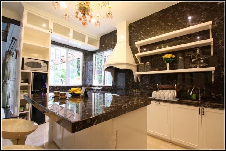 Elegant Kitchen Area :  Kitchen by a+Plan Architect and Interior Works