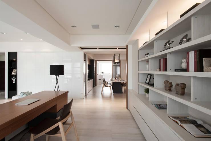 明水苑 | 稜線:  書房/辦公室 by 北歐制作室內設計