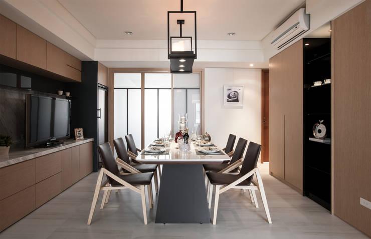 明水苑 | 稜線 (住宅設計案2015):  餐廳 by 北歐制作室內設計