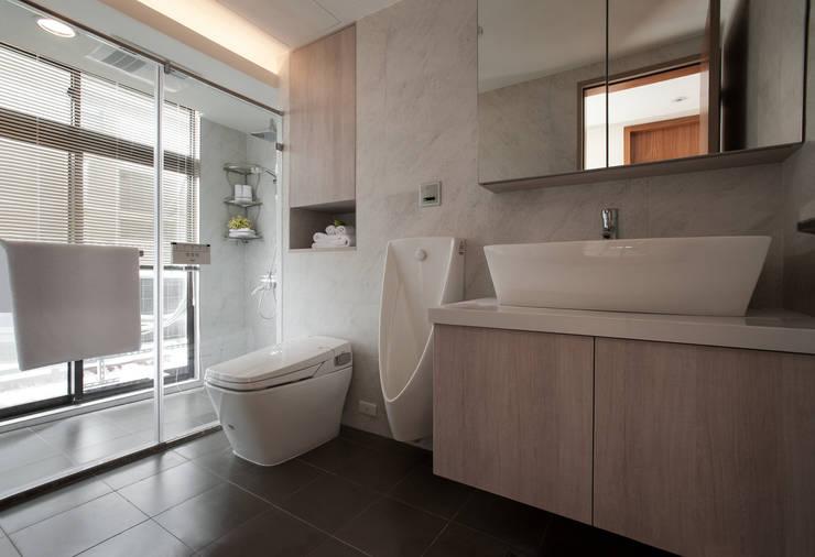 明水苑 | 稜線:  浴室 by 北歐制作室內設計