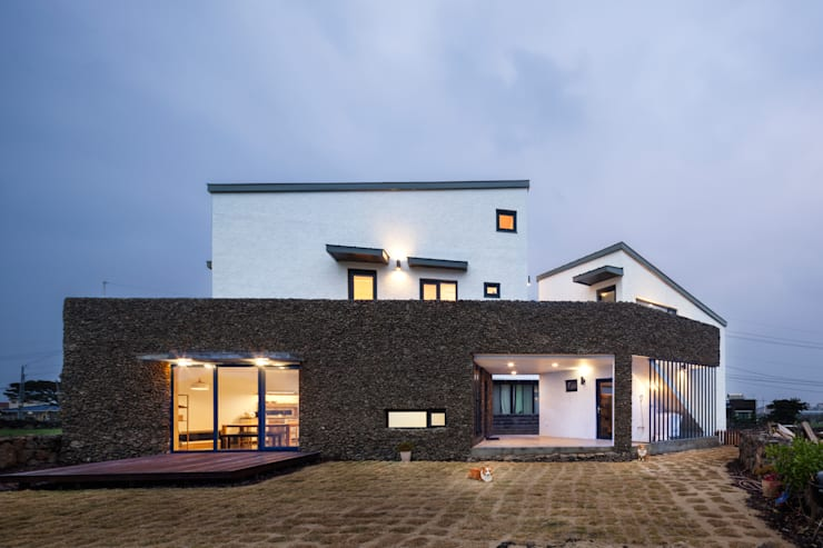 제주 소소헌: (주)유타건축사사무소 의  주택