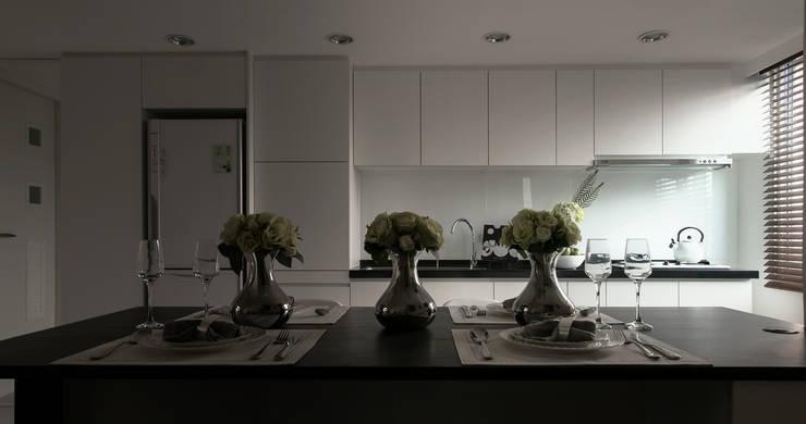 Cocinas de estilo  por 北歐制作室內設計