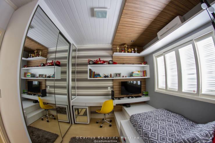 Dormitório de Adolescente : Quarto infantil  por Cadu Martins Arquiteto e Urbanista
