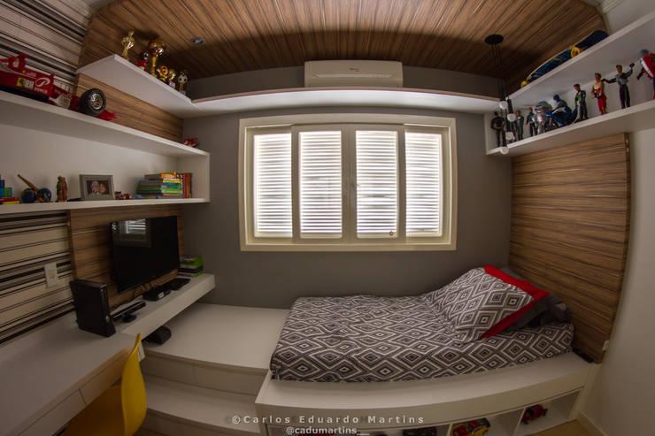 Dormitório de Adolescente : Quartos de adolescente  por Cadu Martins Arquiteto e Urbanista