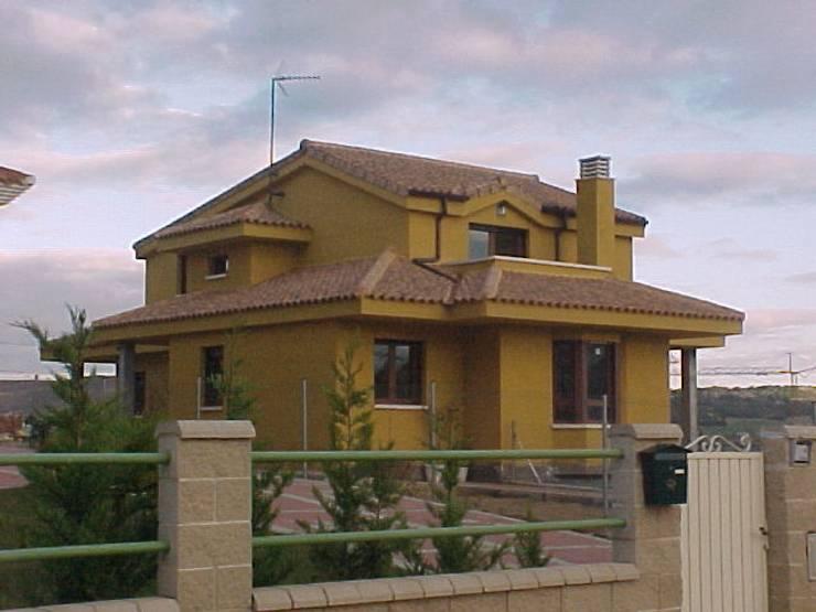 Casas de estilo rústico por Arquitecto César Carlón