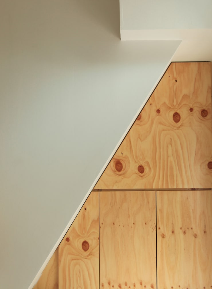 Modern Corridor, Hallway and Staircase by atelierBASEMENT Modern