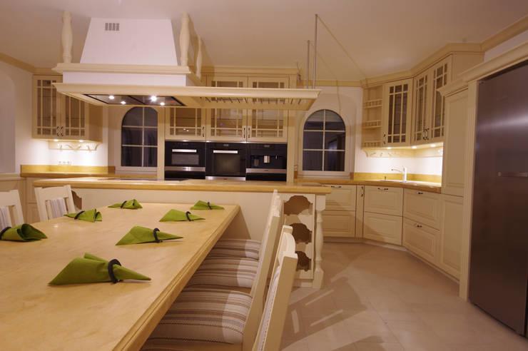 exklusive landhauskuechen ideen, exklusive landhausküche von ideen schreinerei schmidt | homify, Design ideen