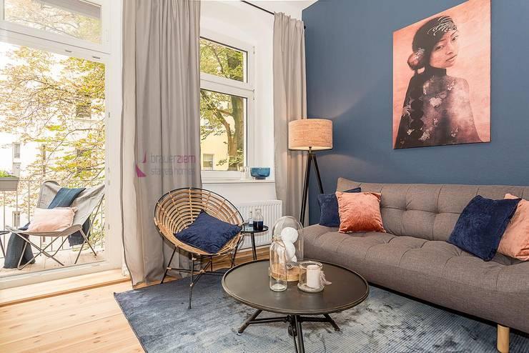 غرفة المعيشة تنفيذ staged homes