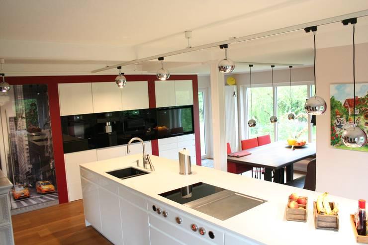 wohnküche:  Küche von Creativ Küchen Design GmbH