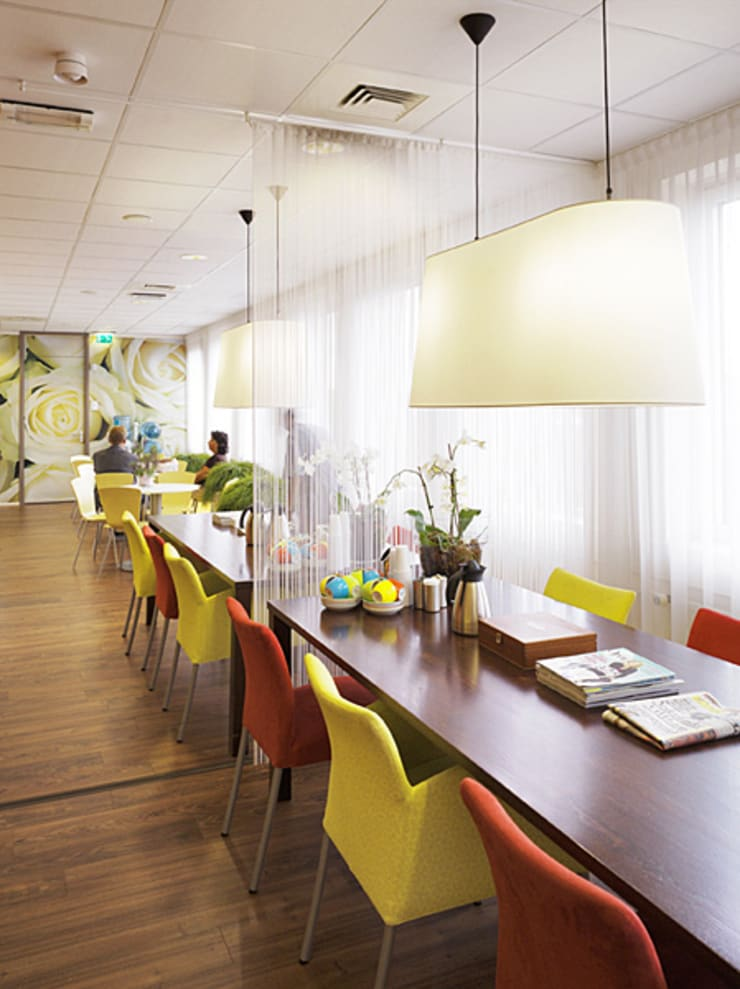 Wachtruimte:  Gezondheidscentra door Jan Detz Interieurarchitect, Modern