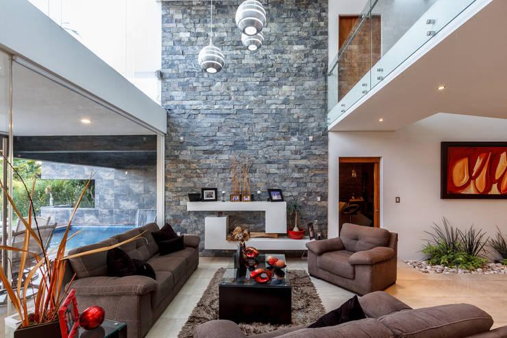 Sala: Salas de estilo  por SANTIAGO PARDO ARQUITECTO