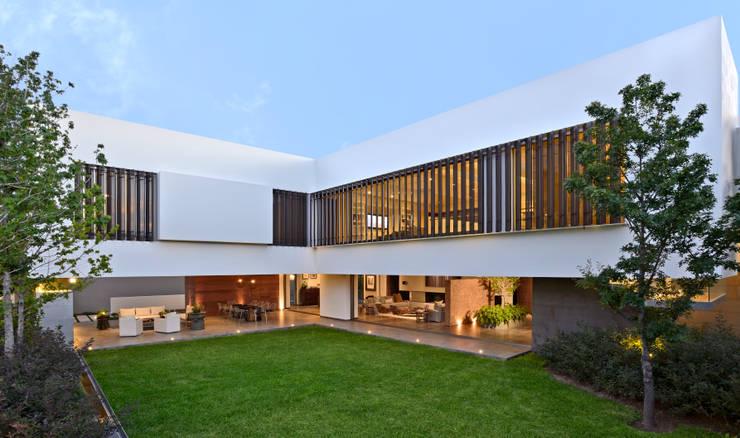 Casa VM: Casas de estilo  por Di Vece Arquitectos