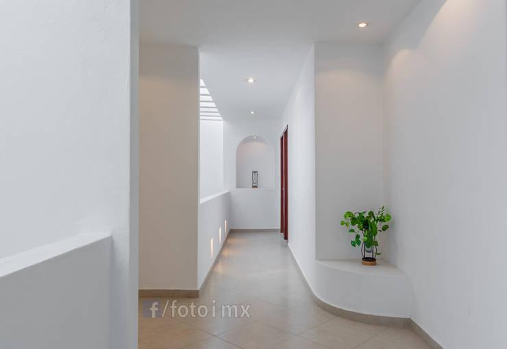 Fotografía de Interiores: Pasillos y recibidores de estilo  por FOTOIMX: Fotógrafo de Inmuebles en CDMX