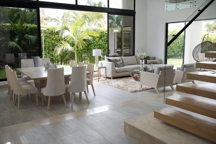 Interiorismo y acabados de obra La Chispa: Comedores de estilo  por ea interiorismo