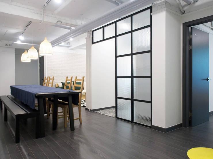 Dining room by 달달하우스