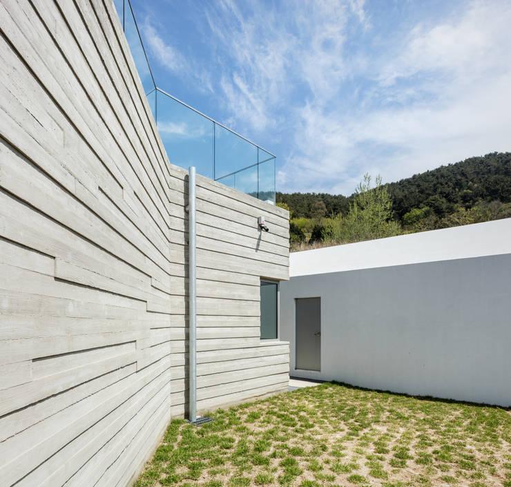 Casas de estilo  por 투엠투건축사사무소, Moderno