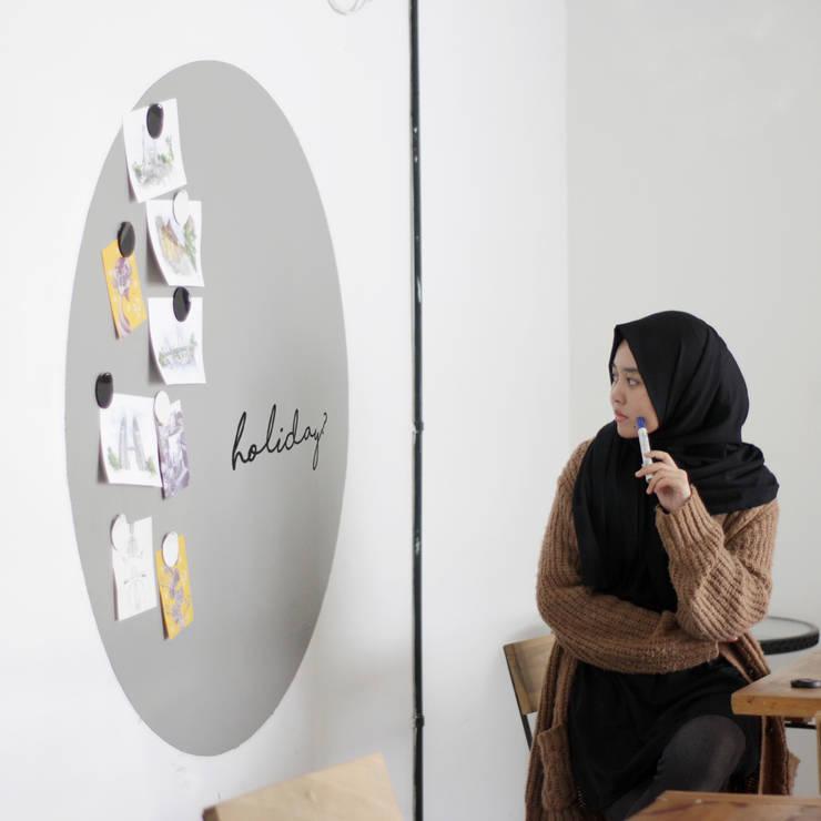 Co & Co Workspace:  Walls & flooring by Naya Fond Living