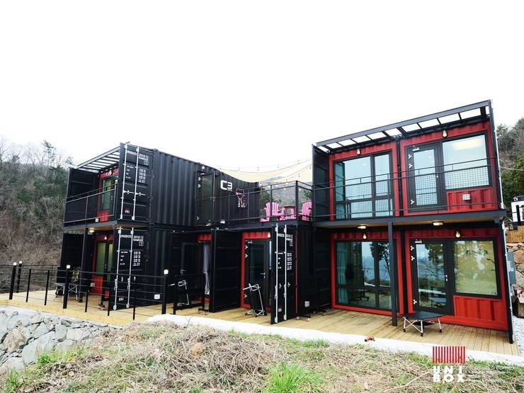 Hoteles de estilo  por  (주)감동C&D 유니박스
