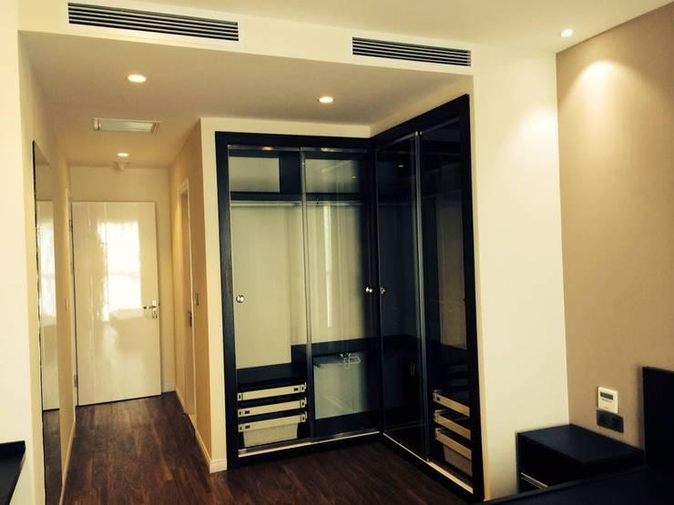 Cửa Kính và Cầu thang Kính:  Phòng thay đồ by TNHH XDNT&TM Hoàng Lâm