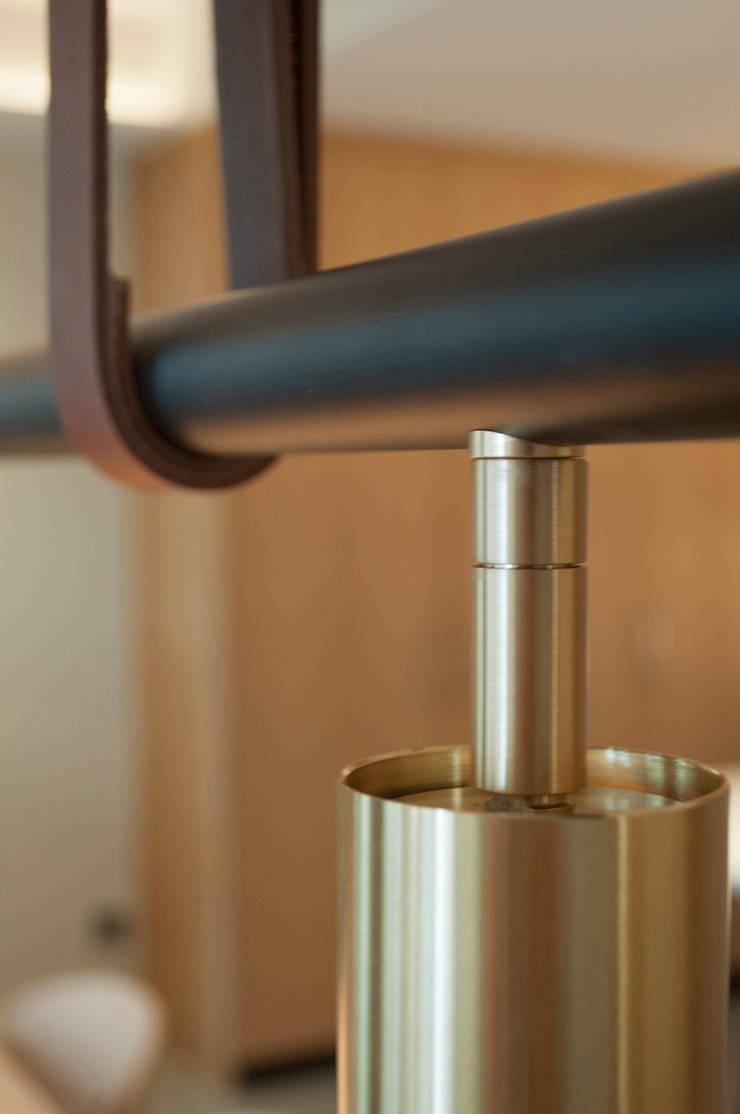 Detalle lámpara comedor: Comedores de estilo  de Rardo - Architects