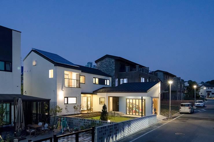 Rumah by 소하  건축사사무소    SoHAA