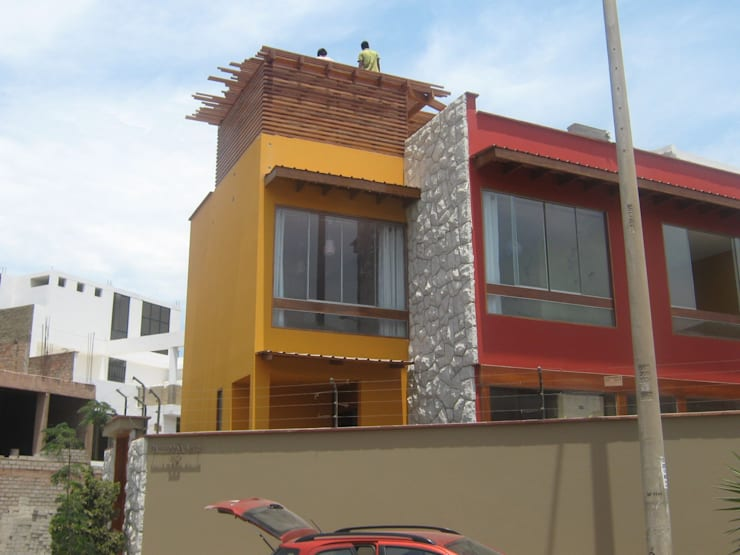 Casa D Santiago de Surco: Casas de estilo  por Arquitotal SAC