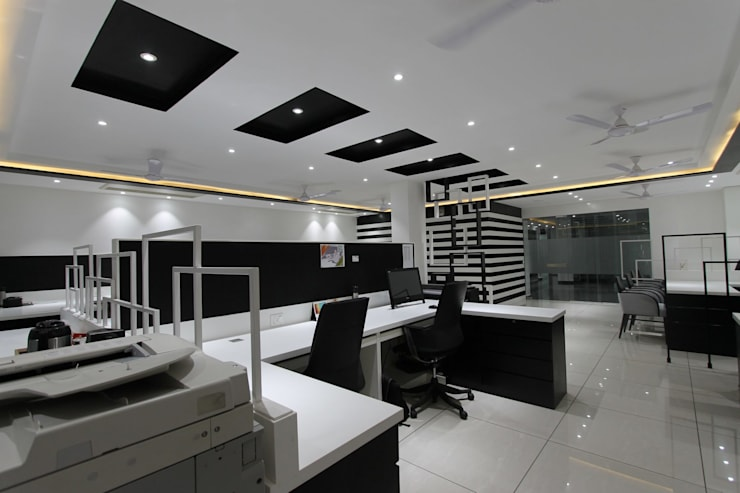 Gulshan Homz boutique office:  Office buildings by Conarch Architects,Modern