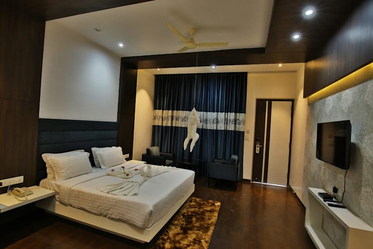 Jhansi Hotel:  Hotels by Conarch Architects