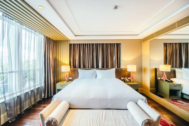Elegant Hotel:  Kamar Tidur by Bakti Architect