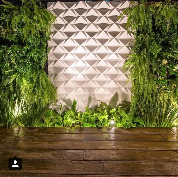 現代房屋設計點子、靈感 & 圖片 根據 Guaraúna Revestimentos 現代風