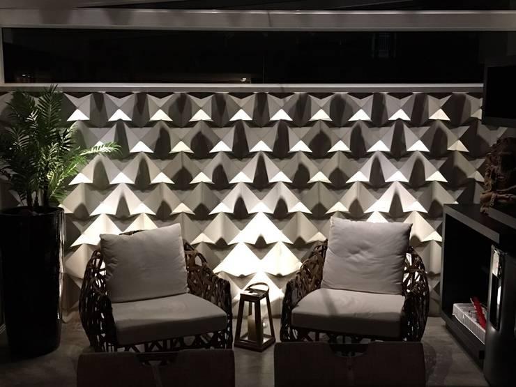 现代客厅設計點子、靈感 & 圖片 根據 Guaraúna Revestimentos 現代風