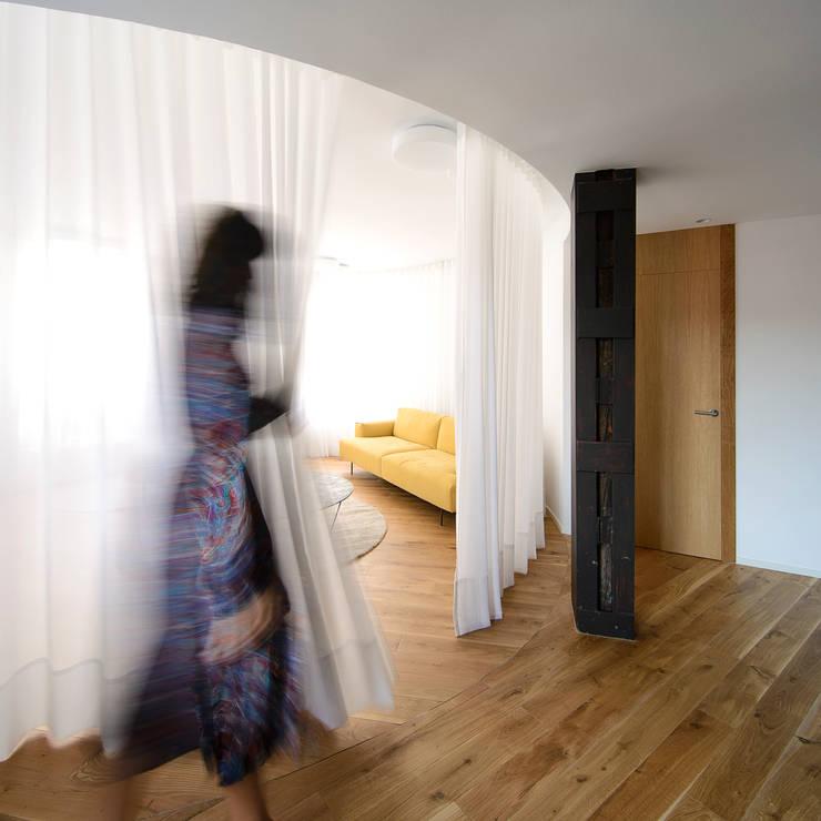 Salle à manger de style  par Garmendia Cordero arquitectos, Minimaliste