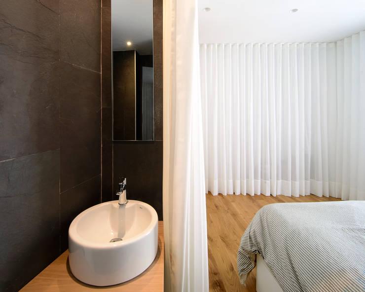 Chambre de style  par Garmendia Cordero arquitectos, Minimaliste