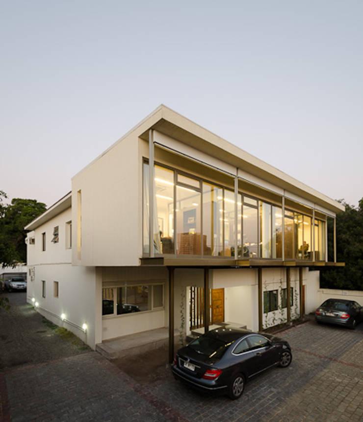 Oficina Bschneider: Oficinas y Comercios de estilo  por Bschneider Arquitectos e Ingenieros