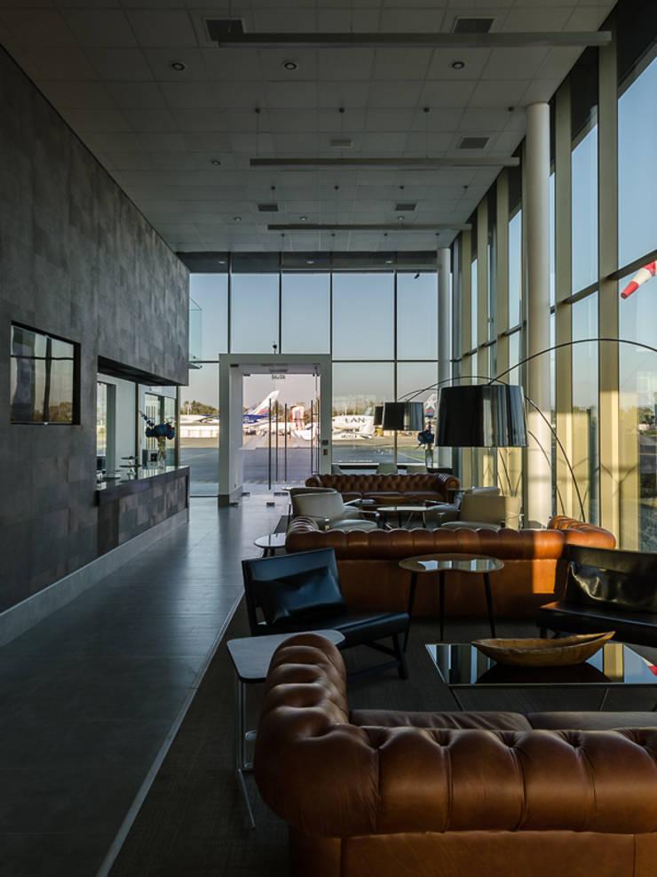 Aerocardal FBO: Aeropuertos de estilo  por Bschneider Arquitectos e Ingenieros