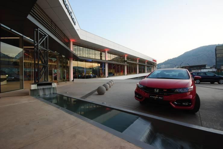 Sucursal Honda: Concesionarias de automóviles de estilo  por Bschneider Arquitectos e Ingenieros