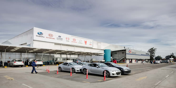 Indumotora: Concesionarias de automóviles de estilo  por Bschneider Arquitectos e Ingenieros