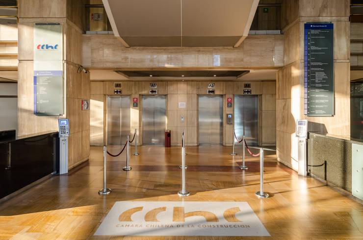 Edificios de Oficinas de estilo  por Bschneider Arquitectos e Ingenieros , Moderno