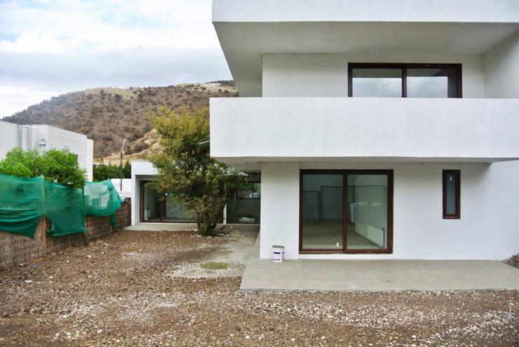 Casa La Reserva: Casas de estilo  por AtelierStudio