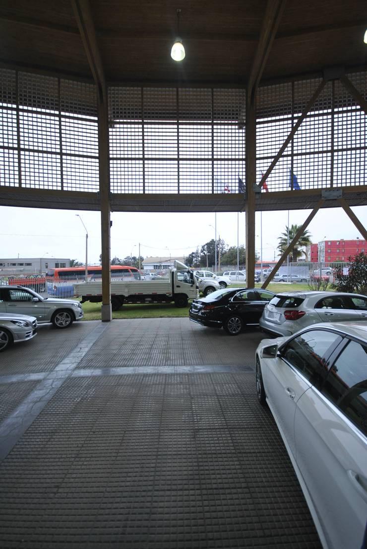 Sucursal Kaufmann Antofagasta: Concesionarias de automóviles de estilo  por Bschneider Arquitectos e Ingenieros
