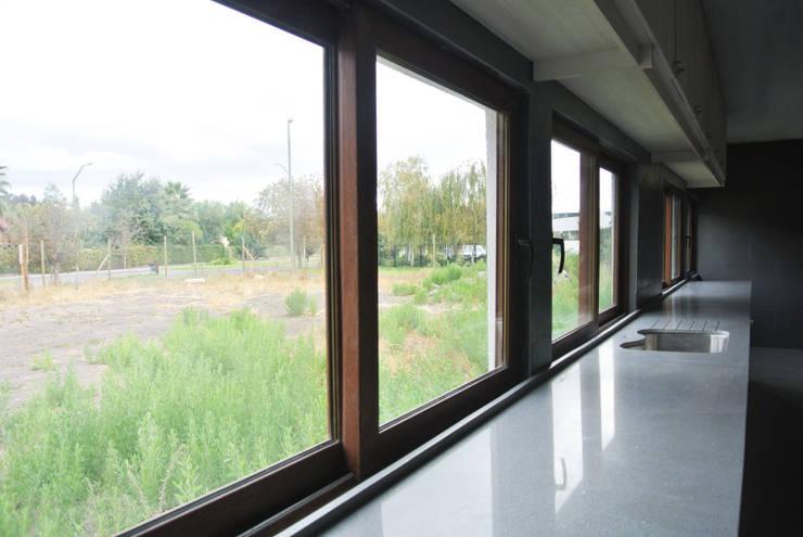 Casa El Algarrobal: Casas de estilo  por AtelierStudio