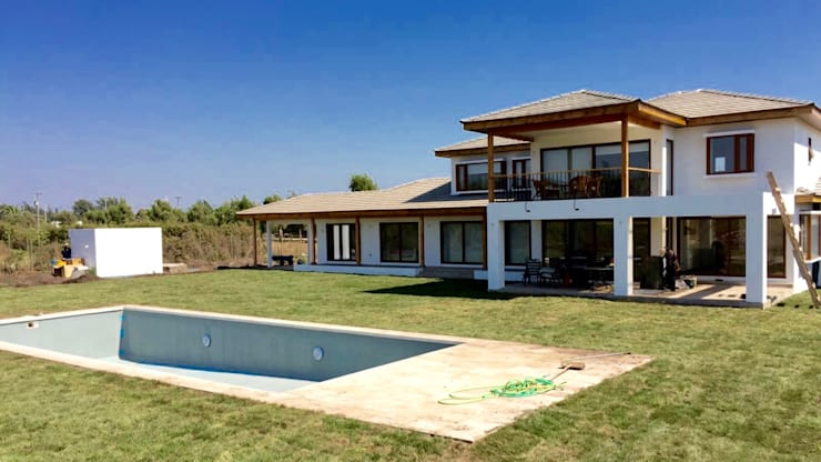 Casa Don Ladislao: Casas de estilo  por AtelierStudio