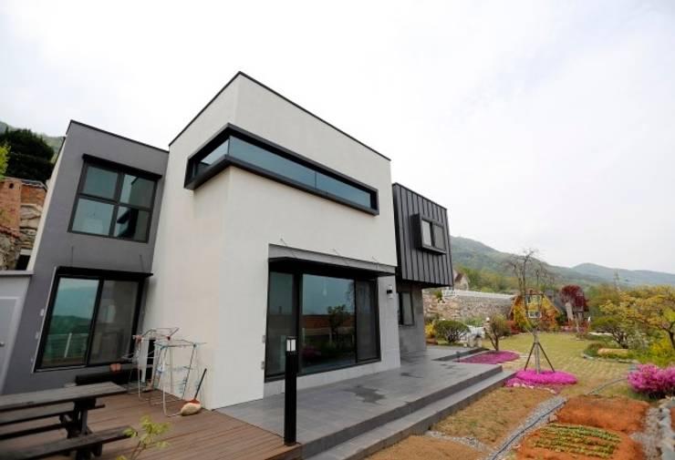 울산시 울주군 은편리 단독주택/목조주택: 피앤이(P&E)건축사사무소의  주택